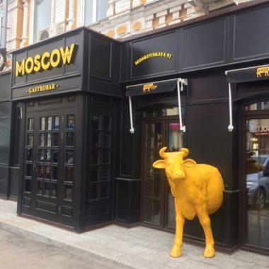 Корова для уличной рекламы