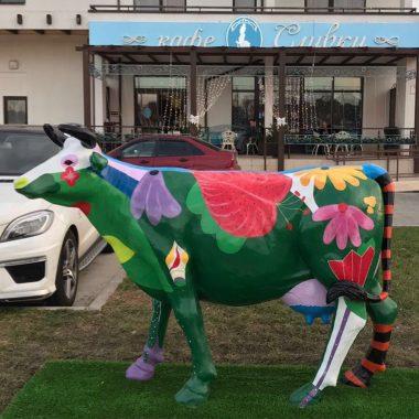 Цветочная корова для уличного использования